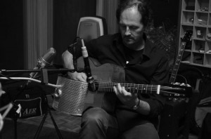 Reinier Voet on his Di Mauro gypsy jazz guitar